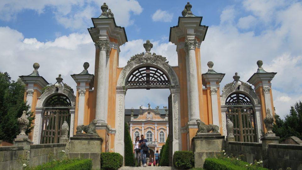 Vstupní brána novohradského zámku