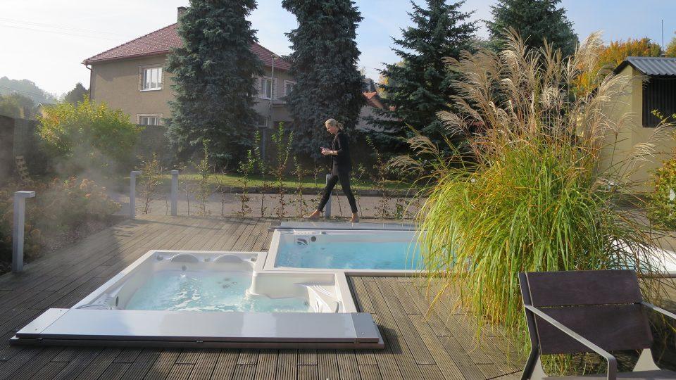 Venkovní vířivka a bazén v Dolní Dobrouči