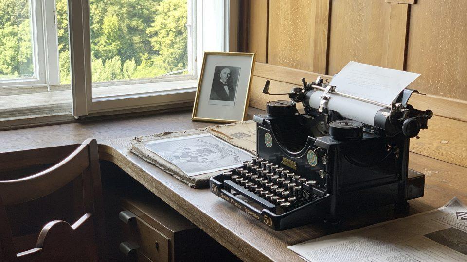 Historický psací stroj