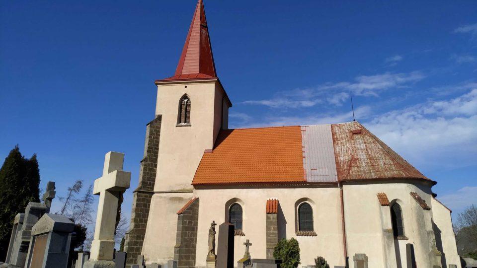 Kostel sv. Jiří v osadě Tři Bubny pamatuje obyvatele zaniklých okolních vesnic