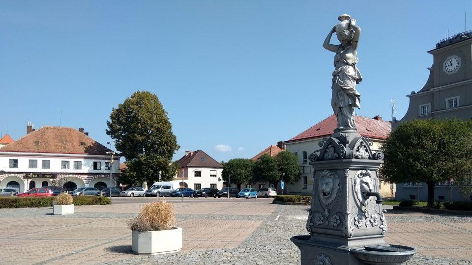 Grácie Mařenka zdobí dašické náměstí T.G. Masaryka