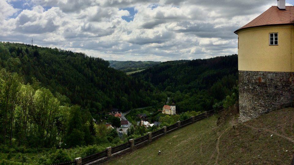 Pohled na městys Svojanov z hradu Svojanov