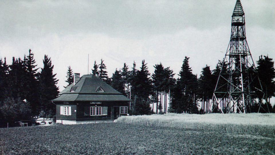 Rozhledna a chata Maxe Švabisnkého na Kozlovském kopci ve 30. letech 20. století