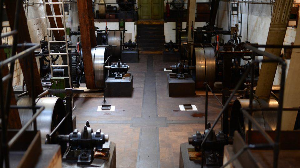 Velkou zajímavostí ve výrobě jsou původní stroje na zpracování trhavin
