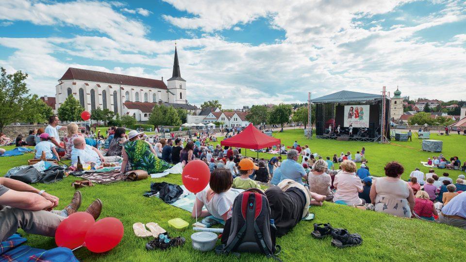 Doprovodný program Národního festivalu Smetanova Litomyšl probíhá v Klášterních zahradách