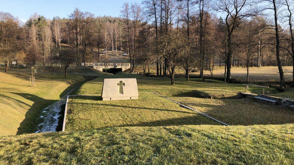 Po vypálení osady v roce 1942 nechali nacisté trosky zlikvidovat a srovnat se zemí. Po válce vytvořil architekt Ladislav Žák koncepci Obytná krajina