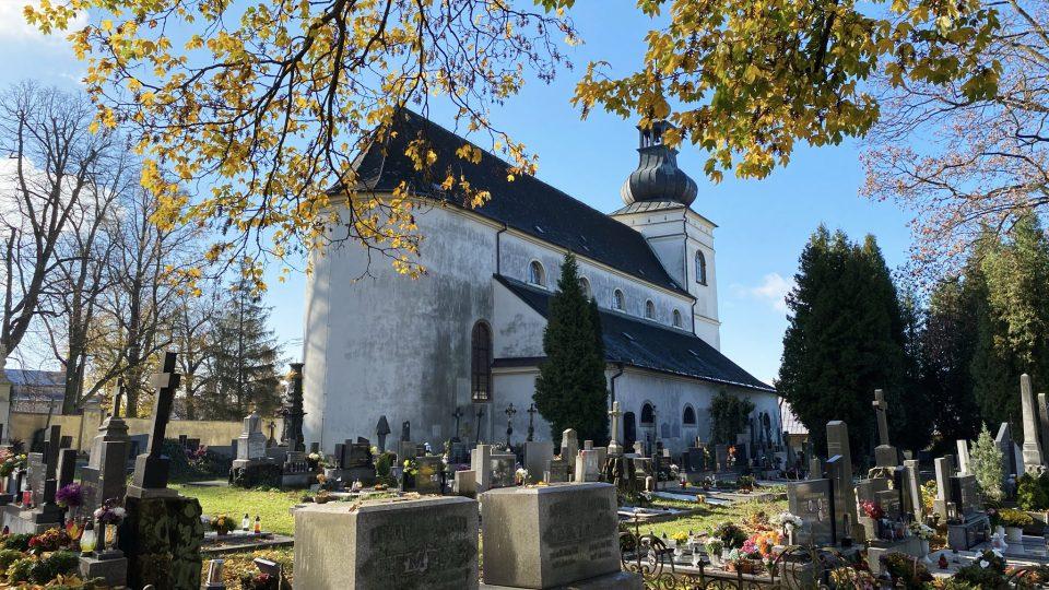 Kostel sv. Jiljí a tamní hřbitov je opředen velkým množstvím pověstí