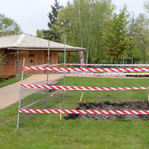 Trampolína měla být v blízkosti japonského pavilonu, asi 80 m od Holečkovy vily