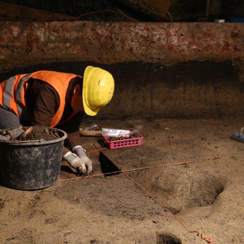 Archeologické vykopávky ve sklepě Základní umělecké školy v Uherském Hradišti.