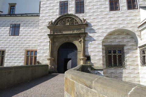 Vchod do pardubického zámku