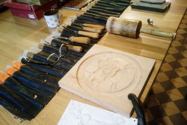 Řezbář Oldřich Kvapil obnovuje tradici středověkých perníkových forem