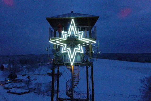 Vánoční hvězda na rozhledně Terezka v Pasekách září od začátku prosince