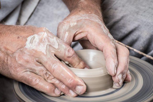 Ruce, keramika, řemeslo, hrnčíř, hrnčířská kruh