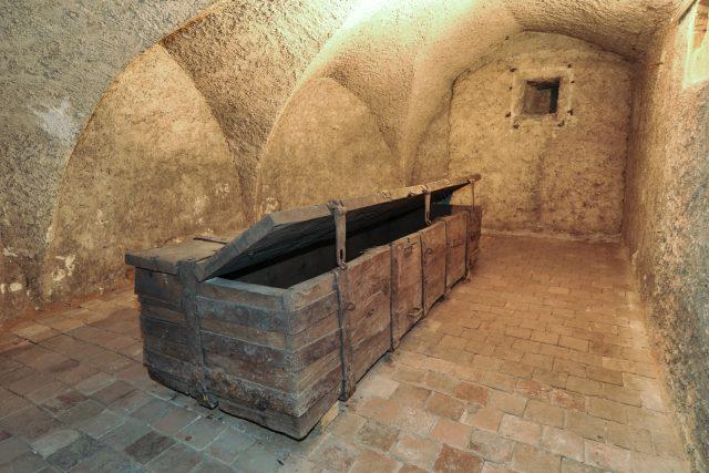 Pernštejnská truhla byla vyrobena na konci 15. století | foto: Luděk Vojtěchovský