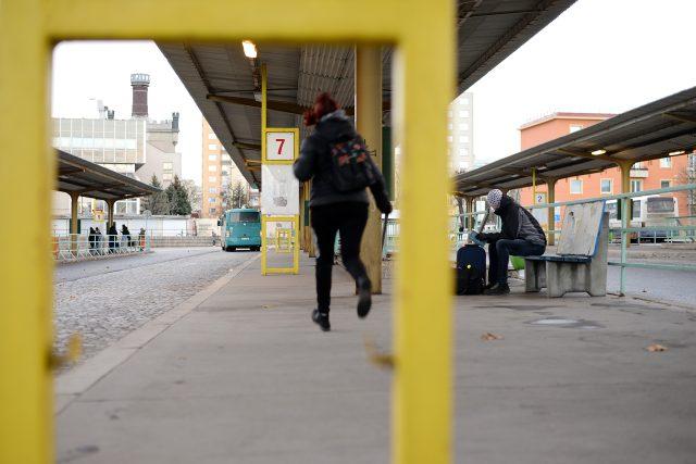 Nástupiště na pardubickém autobusovém nádraží
