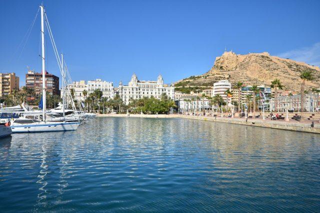 Do Alicante se bude z Pardubic létat dvakrát týdně,  v pondělí a čtvrtek | foto: Fotobanka Profimedia