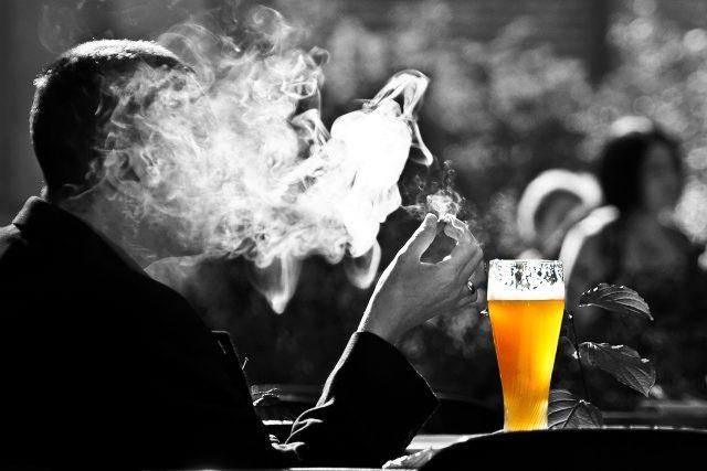 Kouření a alkohol patří mezi rizikové faktory pro vznik rakoviny | foto: Fotobanka Pixabay