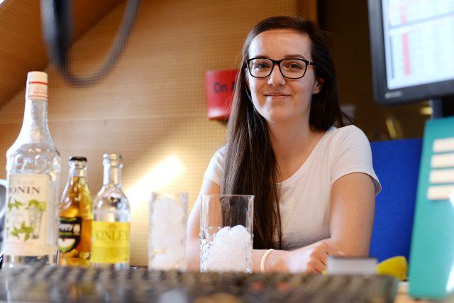 Kateřina Vymazalová se představuje jako čajový barman
