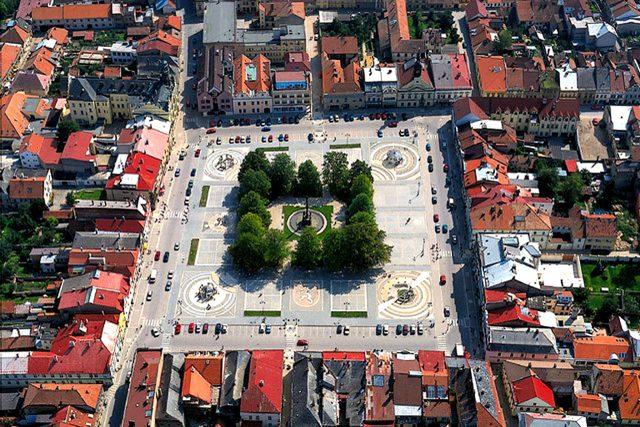Vysoké Mýto - Na leteckém snímku náměstí Přemysla Otakara II. je vidět čtvercové založení města
