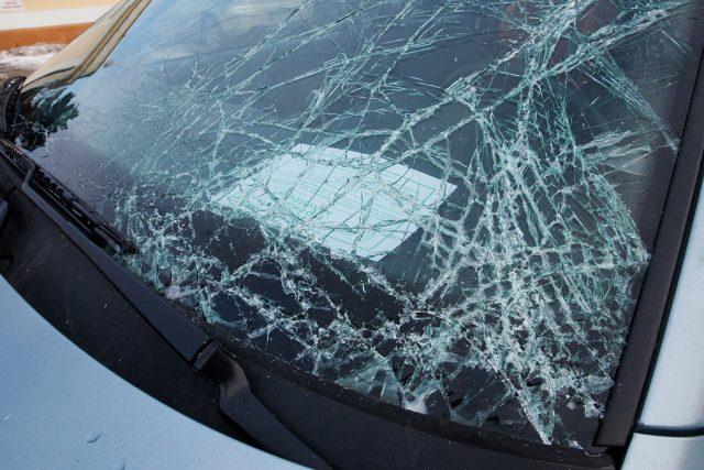 Rozbité čelní okno | foto: Tomáš Adamec