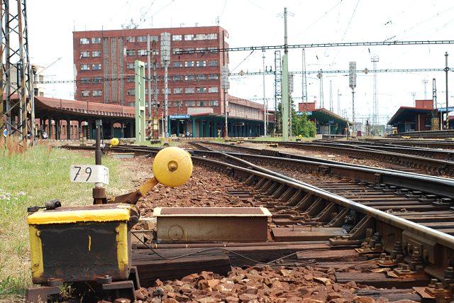 Vlaky i cestující na pardubickém nádraží chybí