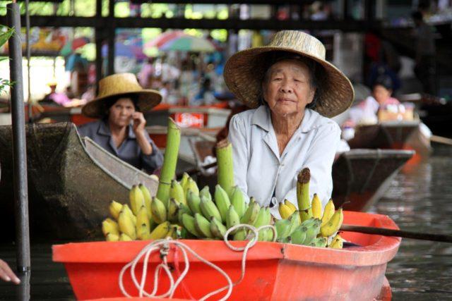 Banány se na plovoucím trhu prodávaly od nepaměti