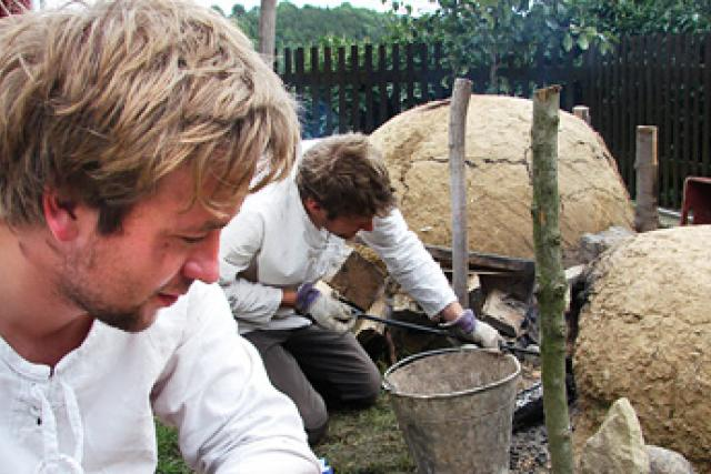 Kmoškovi u hliněných pecí