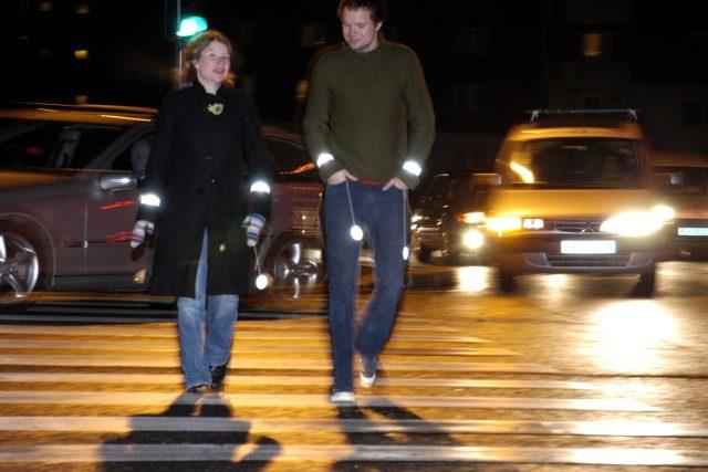 Chodci a reflexní prvky (ilustrační foto)