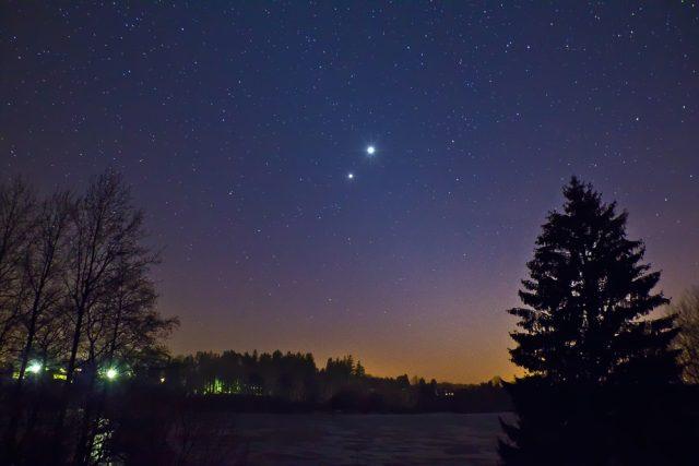 Venuše s Jupiterem ve slabém zodiakálním světle  (ilustrační foto) | foto: Petr Horálek
