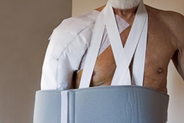 Zraněné rameno (ilustrační foto)