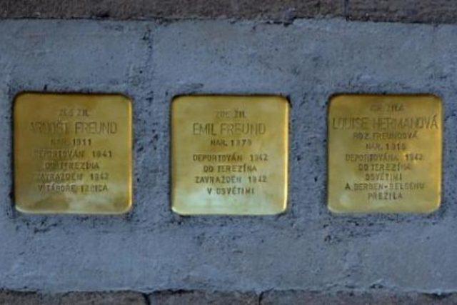 Kameny zmizelých byly uloženy na svitavském náměstí Míru | foto:  Svitavy.cz