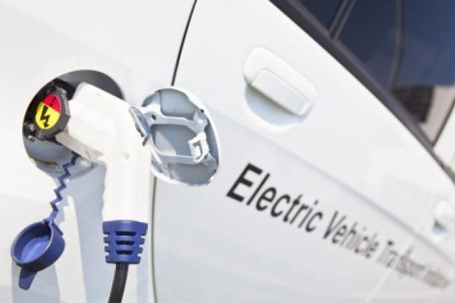 Nabíjení elektromobilu (ilustrační foto)