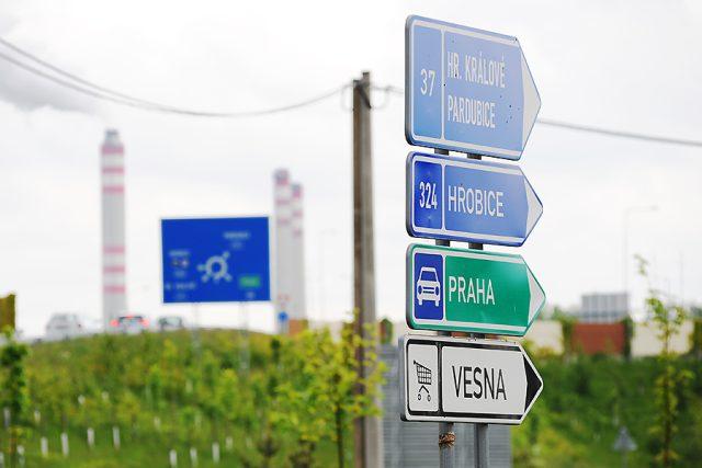 Do Opatovic nad Labem musíte od Pardubic přes kruhový objezd