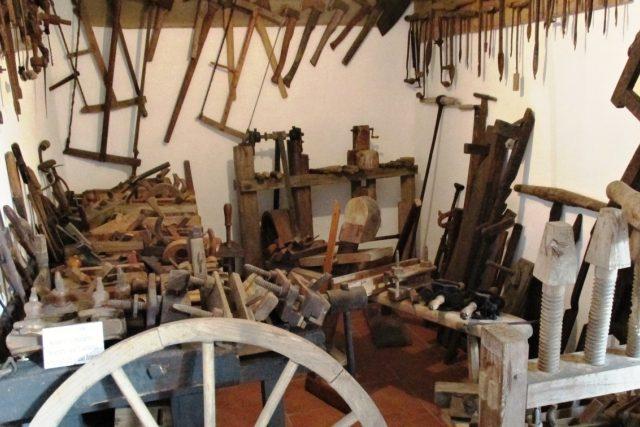 Součástí muzea techniky a řemesel jsou rozsáhlé expozice tradičních řemesel - truhlář