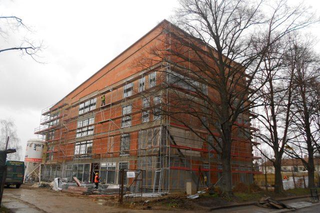 Stavba nízkoenergetické budovy v Holicích, v níž bude ZUŠ