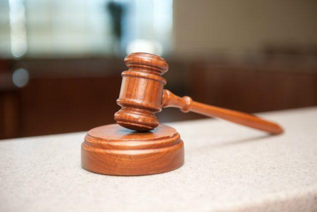 Soudcovské kladívko. Ilustrační foto