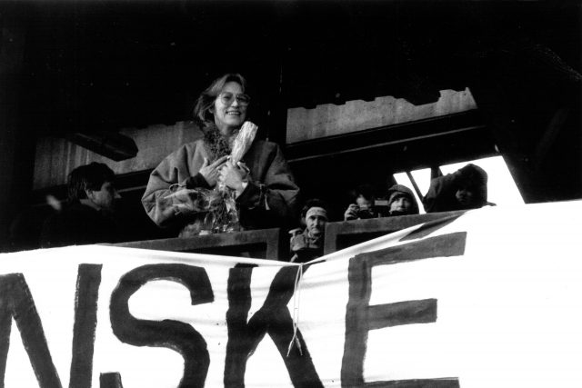Zpěvačka Marta Kubišová během demonstrace na Letné v listopadu 1989   foto: Soukromý archiv pana Růžičky