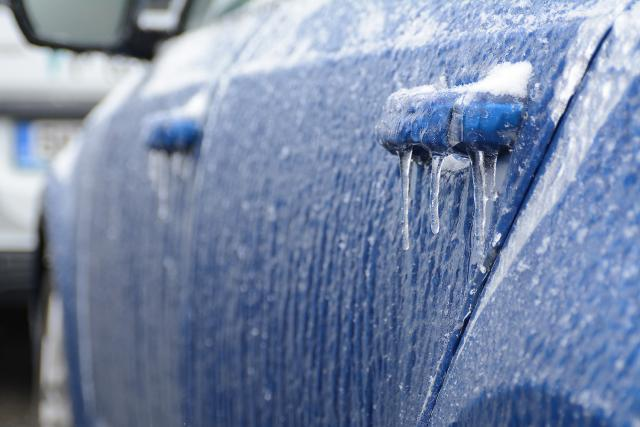 Ledovka na autě