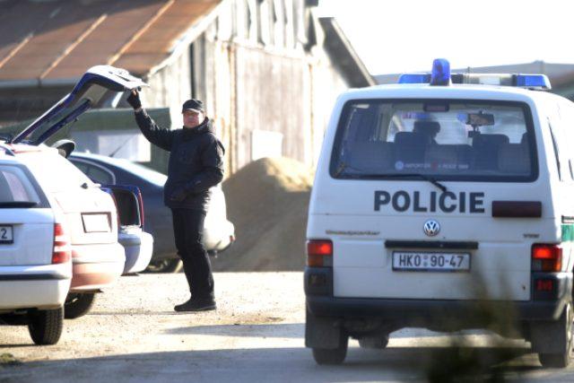 Policisté kontrolují sklady zbrojařské firmy ve Slatině u Vysokého Mýta