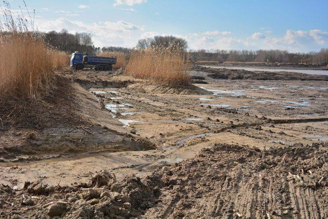 Na rybníku vznikají nové laguny a nový ostrov