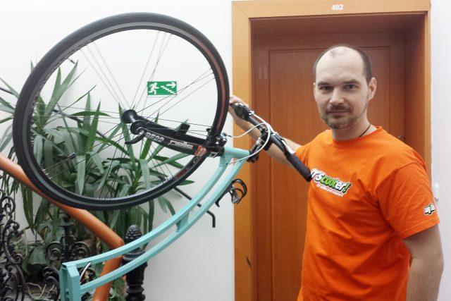 Martin Komár se svou koloběžkou