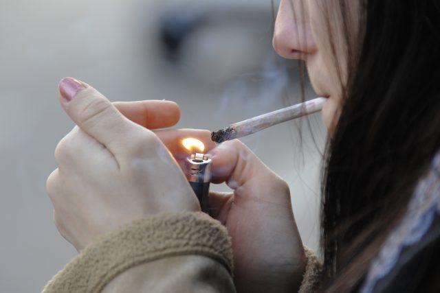 Mladí kuřáci nemají problém si cigarety obstarat | foto: Fotoservis Evropského parlamentu
