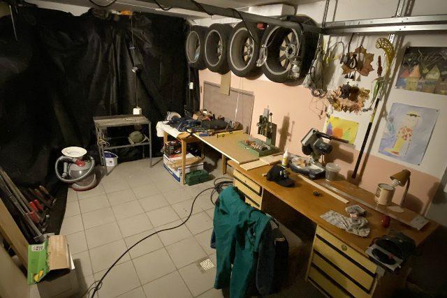 Truhlářský učeň Jiří Fabián si zřídil dílnu v garáži,  pracuje zdarma a má stovky zakázek | foto: Jiří Fabián
