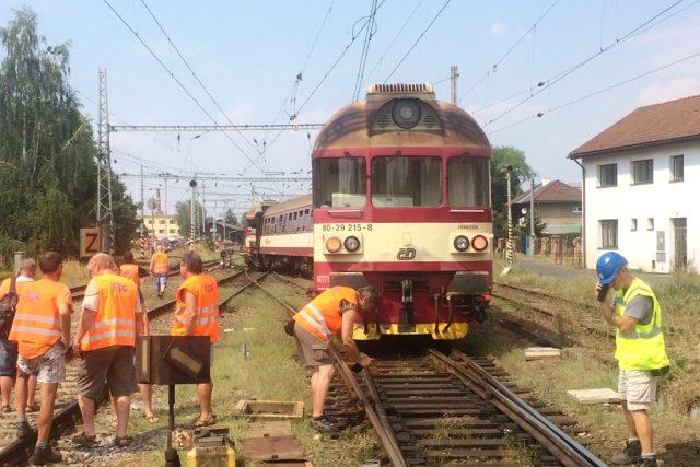 Mezi Letohradem a Týništěm nad Orlicí vykolejil spěšný vlak