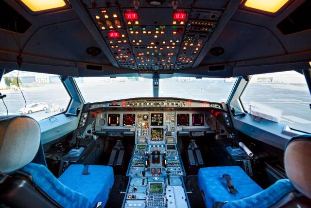 Kokpit dopravního letadla Airbus A330  (ilustrační foto) | foto:  ČSA