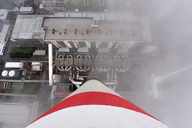 Pohled na elektrárnu z vrcholku komína