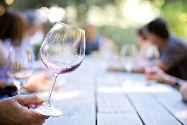 víno, vinobraní, prázdná sklenice
