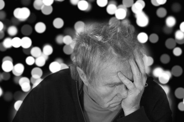 Alzheimerova choroba,  smutek,  nemoc,  deprese   foto: Fotobanka Pixabay