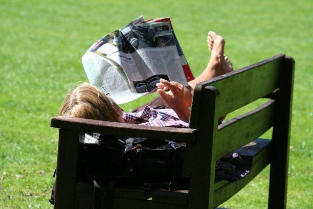 Čtenář časopisu  (ilustrační foto) | foto: Fotobanka  Stock Exchange