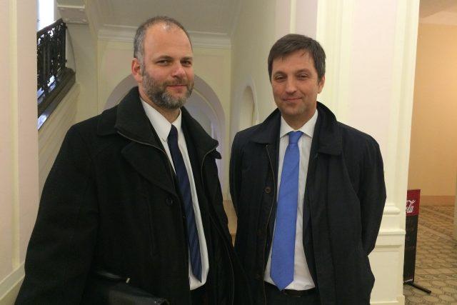 Národní knihovna prohrála soud se skupinou HŠH architekti kvůli Kaplického chobotnici. Na snímku architekt Tomáš Hradečný (vlevo) s advokátem